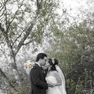 Wedding Photography – Mono Color Kiss